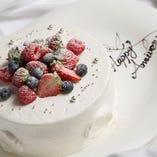 お祝いにはやっぱりホールケーキ!