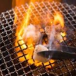 炭火でじっくり焼き上げて旨味をぎゅっと閉じ込めます
