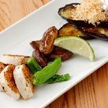 だし割醤油やろく助の塩など味付けにこだわった「野菜の3種盛り」