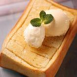 プレミアム蜂蜜トースト   バニラアイスクリーム添え