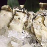 「冷凍カキ使用」現在は、兵庫県の坂越産の冷凍カキを使用しております。