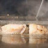「ホルモンの脂質のこだわり」。お好み焼きもりでは、ホルモンの質を、良質な脂身を厳選しております。
