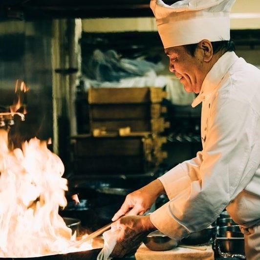 炎の料理人「金 萬福」が総料理長