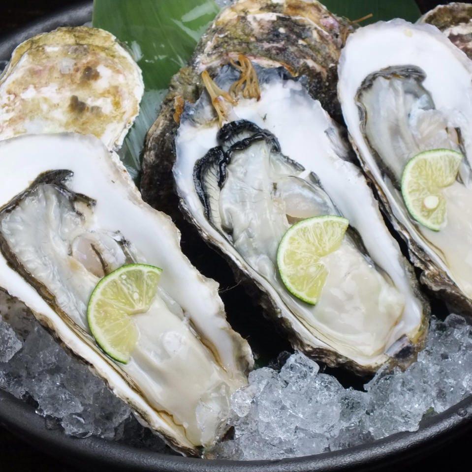 各地域のその日旨い牡蠣を仕入れています。味も鮮度も自慢です。