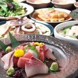 その日の旨い魚をお客様に召し上がっていただくため、当店の魚は料理長自ら築地に足を運び選んで買い付けています。