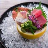 料理長自らが厳選!新鮮で活きの良い魚介をお刺身でどうぞ。