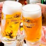 会社帰りの一杯もぜひ一徳へ!1階はカジュアルなテーブル席が多数。ご友人との飲み会やママ会も大歓迎です!キンキンに冷えたビールで乾杯!