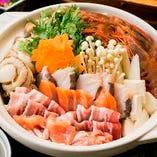 旬の食材たっぷりの鍋は〆の雑炊も絶品!