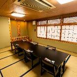 【人数に合わせた個室をご用意】宴会場をふすまで仕切ることで、6~20名様・6~30名様までの個室としてご利用いただけます。また1階には4名様からの完全個室も完備。接待やお顔合わせなど少人数での会食にも多くご利用いただいております。