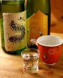 希少な純米酒が、適温に冷やされ並び、どれにしようか悩むほど。