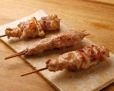 故郷新潟の旨い鶏肉と塩を使って焼く