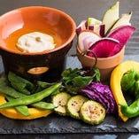 地場野菜本来の味を楽しめるバーニャカウダ