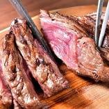 牛ハラミやLAカルビ(骨付きカルビ)などミートグリルが人気!