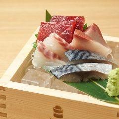 欲張りな刺身4点盛り(まぐろ、ハマチ、鯛、〆さば)