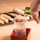 日本酒は升にグラスをおいて並々と注ぎます!
