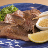 【日替わりメニュー】ではその時季の食材を取り入れます 牛タンはレモンであっさりと♪その食感をお楽しみください