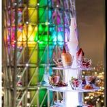 幻想的な空間を演出。8種の前菜が彩る「アミューズ・タワー」