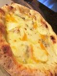 4種のチーズが織りなすハーモニー『クアトロフォルマッジ』相性抜群のはちみつをお好みでかけて、お召し上がり下さい!