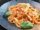 もっちり生パスタ『モッツァレラチーズのトマトパスタ』特製トマトソースと、とろーりチーズがうまい!