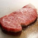 日本三大和牛の一つにも数えられる通り、サシの入り方が絶妙