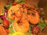 ソフトシェルシュリンプとトマトのサラダ