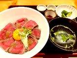 ローストビーフ丼セット(季節メニュー)