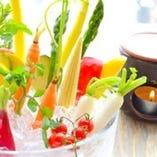 旬な野菜たっぷりの産直野菜のバーニャカウダ