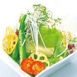 お豆富とアボカドの香味野菜たっぷりkawaraサラダ