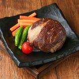 丸ごとカマンベールのチーズの黒毛和牛包み焼き