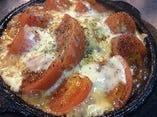 トマトもちチーズ鉄板