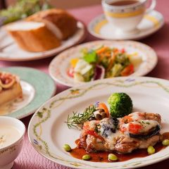 ポークのチーズ焼き+お庭のハーブとサラダ+パンorライス