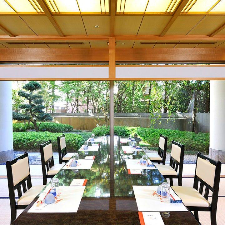 日本庭園を眺めながらお食事を。