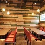 グループでの宴会はやっぱり個室♪【テーブル個室(8名様まで)】※ロールカーテン仕切りの半個室です。