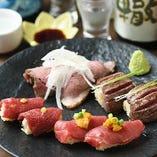 新鮮な桜肉を中心に、牛肉・鶏肉のあぶり寿司など、様々な肉を「握り」でお楽しみください。