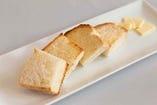 当店自慢の自家製ハンドメイドパン!390円