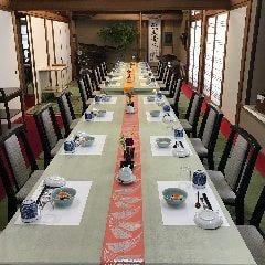 広々とした和の空間で落ち着いてお食事していただけます。