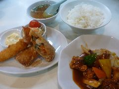 各定食(大エビフライ、春巻、ライス、スープ付)