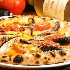 いろいろキノコとサラミのピッツァ