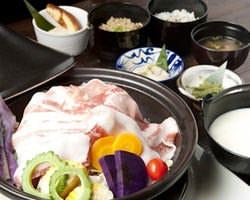 やんばる島豚アグーと季節の沖縄野菜 タジン鍋蒸しでどうぞ!