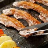 【質のこだわり】冷凍ではなく生のサムギョプサル ! 【量のこだわり】食放に鉄板プルコギ導入、チヂミ付