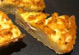 キッシュ・ドフィノワ(ジャガイモ、ベーコン、グリエールチーズ)