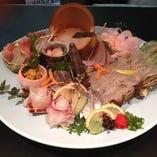 天草産の活魚を贅沢に使った刺身盛り合わせ!