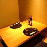 心地よい上質の和空間…。今夜はしっとりと二人で乾杯…                                          2名様からお使い頂ける完全個室です。