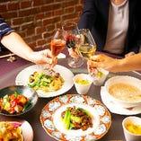 企業様のご会食や接待にも。ゆったりと落ち着いた空間でお過ごしいただけます。