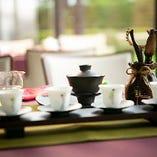 香り高い中国茶も種類豊富にご用意しております。