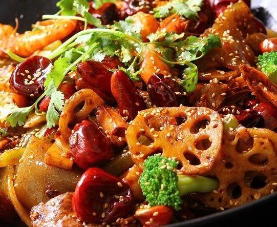 「汁無し火鍋=麻辣香鍋」たっぷり野菜と香辛料で人気急上昇!
