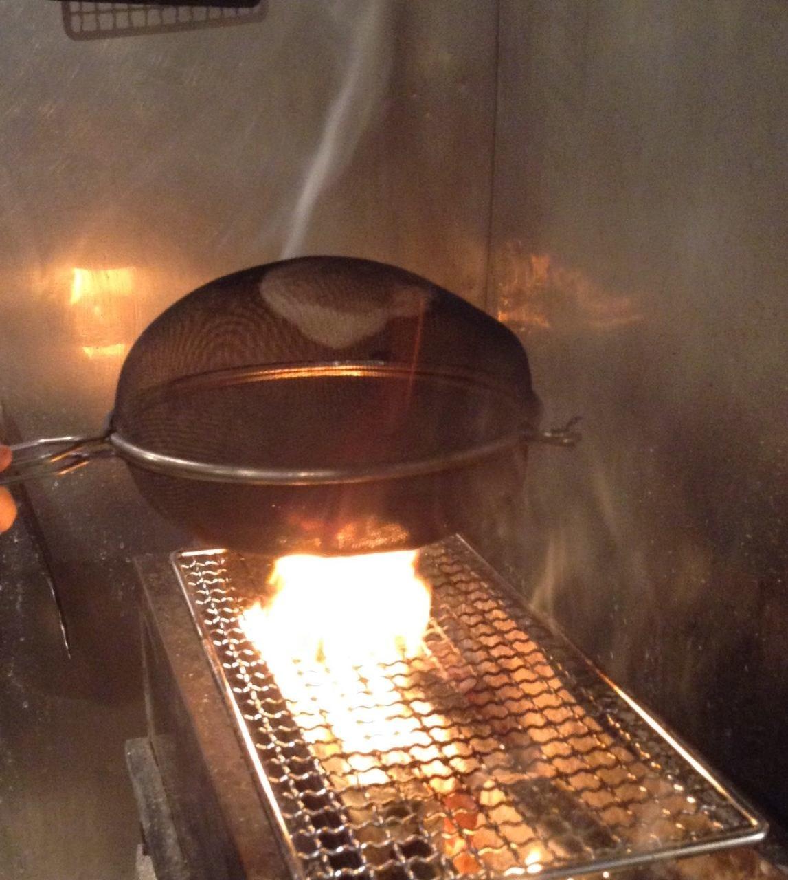 鶏、豚、牛等々肉類の他にも炙り焼きをご用意しております。