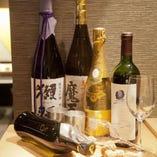 口の中にほんのりと残る米の味わいが、お料理の美味しさを引き立ててくれる日本酒。透明感と気品にあふれた香りを楽しむことができる「黒龍 純米吟醸」1,200円(税抜)のほか、お肉とも相性のよい「秀鳳 原酒 超辛口」880円(税抜)などもございます。650円(税抜)~ご用意していますので、飲み比べもおすすめです。
