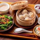 【火・土曜日】日替わりBセット 選べる小龍包&Chamu風ルーロー麺