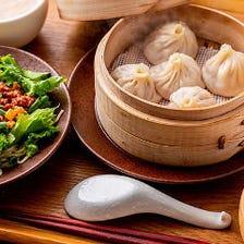 【Bセット】選べる小龍包と点心&満州ルーロー麺(サラダ・スープ・デザート付)